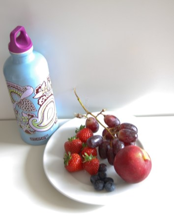 sigg water bottle and fruits