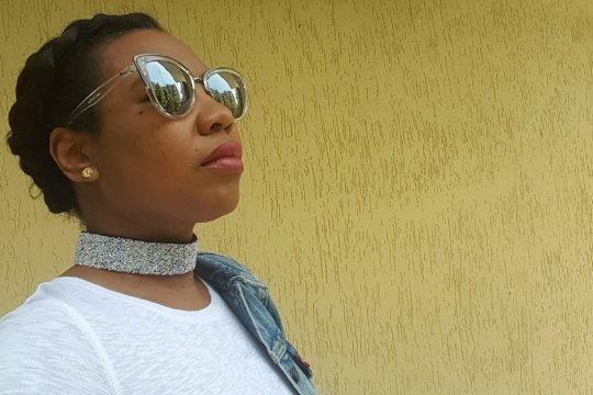 denim and red- Amrita Singh choker