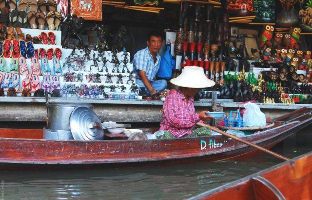 damnoen saduak floating market vendors