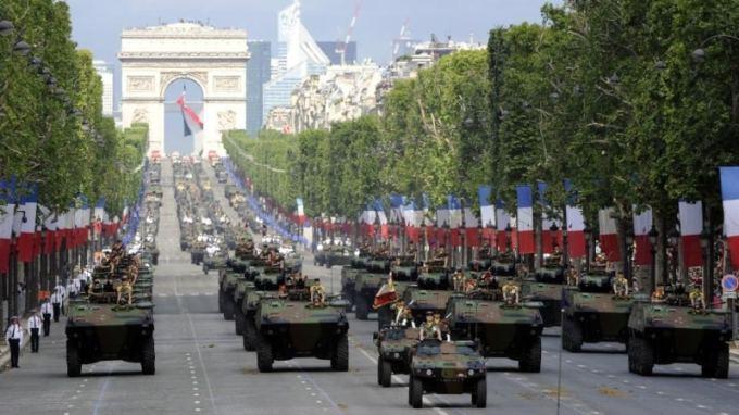 Quel pays a récemment donné accès à l'armée aux femmes ?