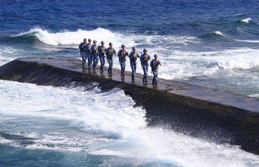 Quelles îles citées dans l'article sont sujettes à des velléités territoriales entre la Chine et le Japon?