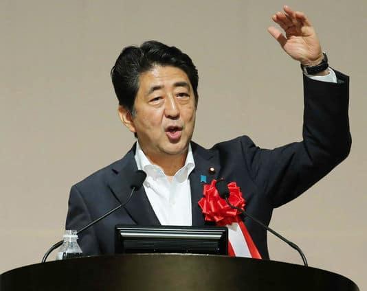 Shinzo Abe a formé ... gouvernements depuis 2012.