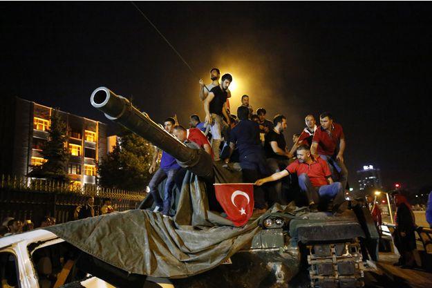 Le 13 septembre, la Turquie a demandé aux Etats-Unis d'arrêter l'homme qui a commis un coup d'Etat. Quand s'est réellement tenu ce coup d'Etat ?