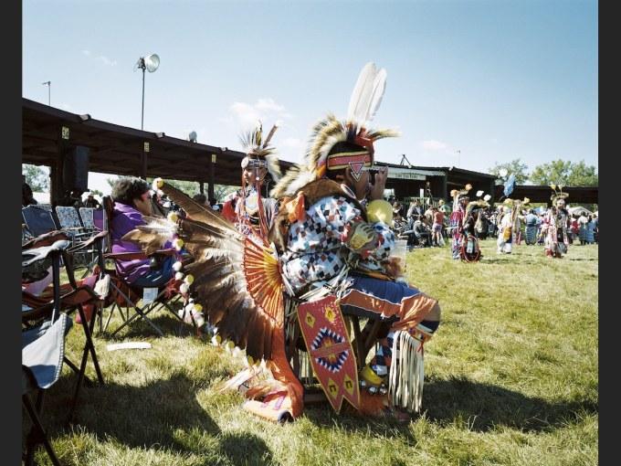 Contre quoi s'unissent les tribus amérindiennes dans le Dakota du Nord ?