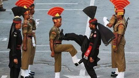 Quel pays l'Inde a-t-il accusé d'entraîner des rebelles afin de faire des attaques sur le territoire indien par le suite devant l'ONU ?