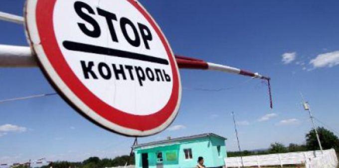 Sur quel produit de consommation la Russie a imposé un embargo en représailles des sanctions de l'UE ?