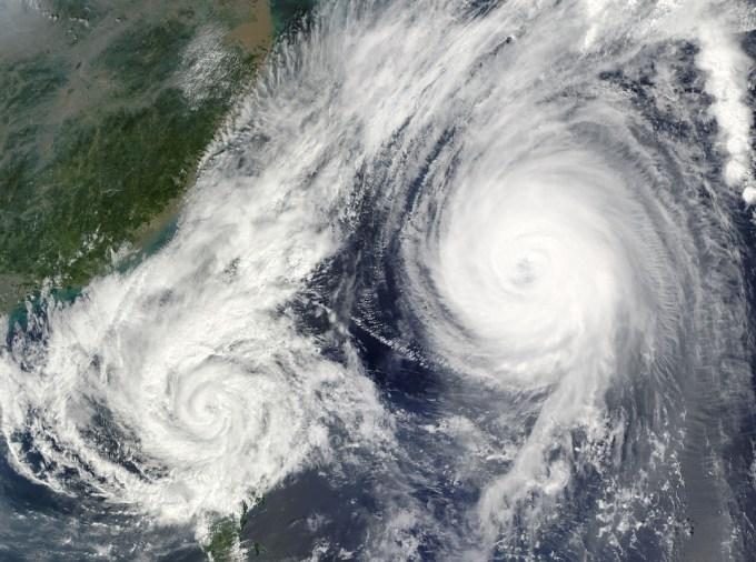Quel est le nom du typhon qui a touché les Philippines en début de semaine, obligeant certaines villes à être évacuées ?