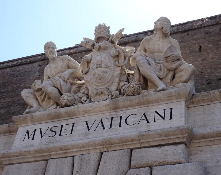 Qui vient d'être nommé à la tête des musées du Vatican ?