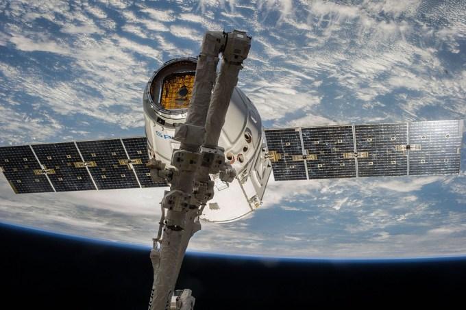 Combien de satellites ont été mis avec succès en orbite par SpaceX le 14 janvier ?