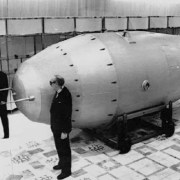 Le nucléaire militaire :  sa réglementation, ses limites, ses risques