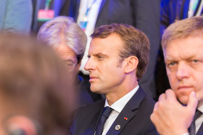 Auprès du chevet de quelle filière Emmanuel Macron s'est-il penché cette semaine ?