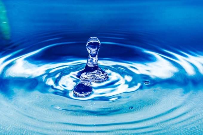 Depuis quand le service de l'eau est-il privé au Royaume-Uni ?