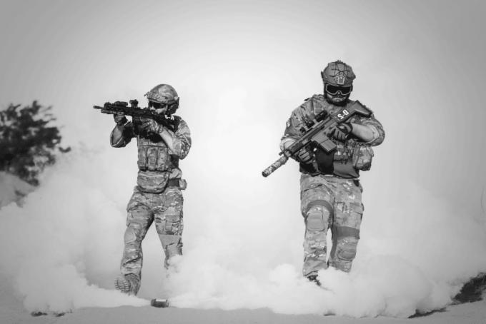 À combien se sont élevées les dépenses militaires mondiales en 2017 ?