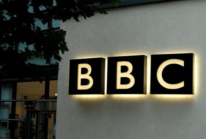 Dans quelle ville la BBC envisage-t-elle d'installer d'importants bureaux suite au Brexit ?