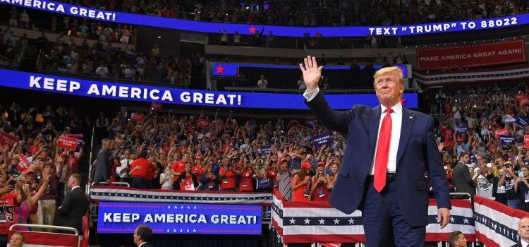 Bilan de la politique de Trump : entre controverses et divisions