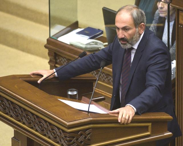 Dans quel pays actuellement en plein conflit le premier ministre M.Pachinian a-t-il largement été réélu ?