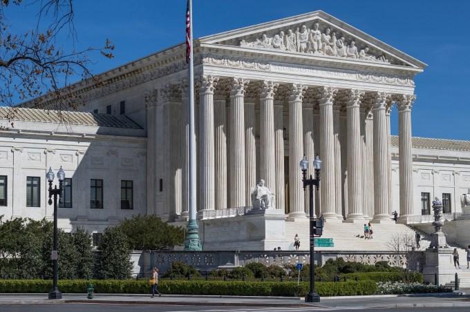 Quelle réforme critiquée avec virulence par Donald Trump la Cour suprême vient-elle tout juste de décider de maintenir ?