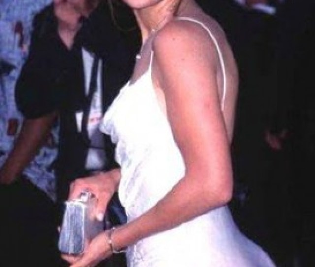 Jennifer Lopez A Whitish Looking Face And A Ghetto Booty I Can Live Without It