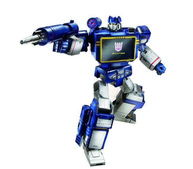 311420-Transformers-Masterpiece-Soundwave-robot02
