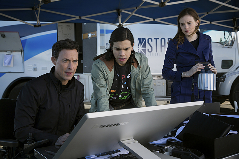 cisco-ramon-caitlin-snow-dr-wells-the-flash
