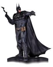 BM_AK_Batman_Statue