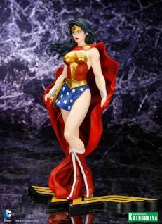 Wonder_Woman_Kotobukiya_3