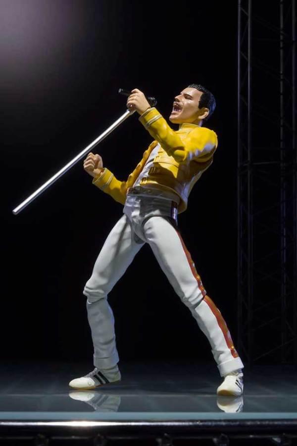 Tamashii-Nations-Freddie-Mercury