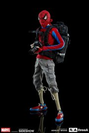 marvel-peter-parker-spider-man-sixth-scale-set-threea-902820-02
