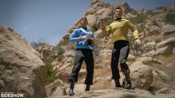 star-trek-captain-kirk-sixth-scale-quantum-mechanix-902828-02