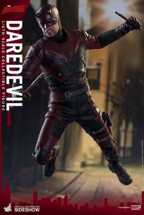 marvel-daredevil-sixth-scale-hot-toys-902811-02