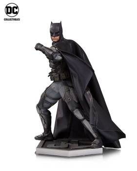 JL_Movie_BM_Statue_v01_r01