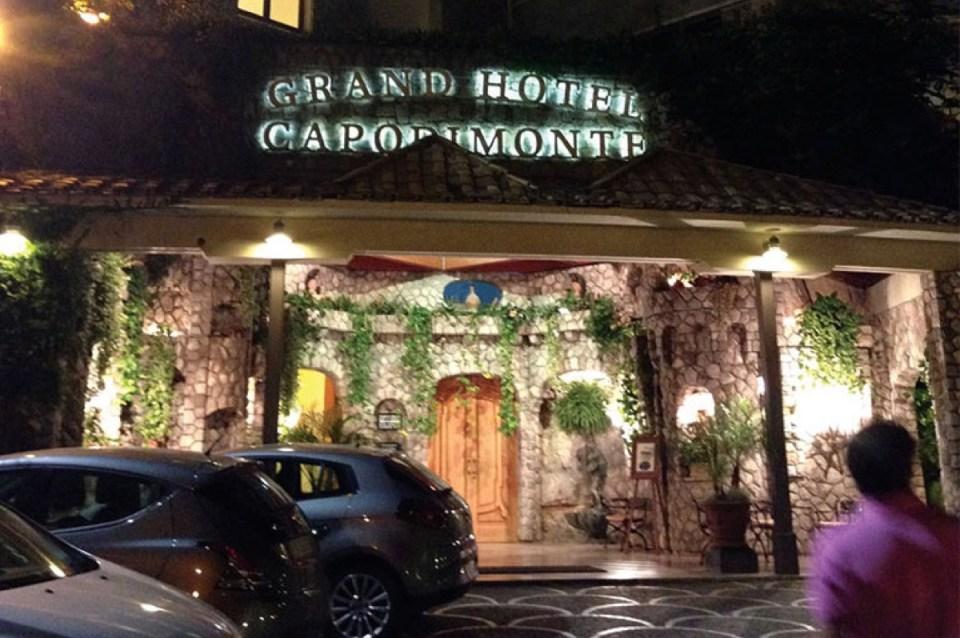 Entrance Grand Hotel Capodimonte