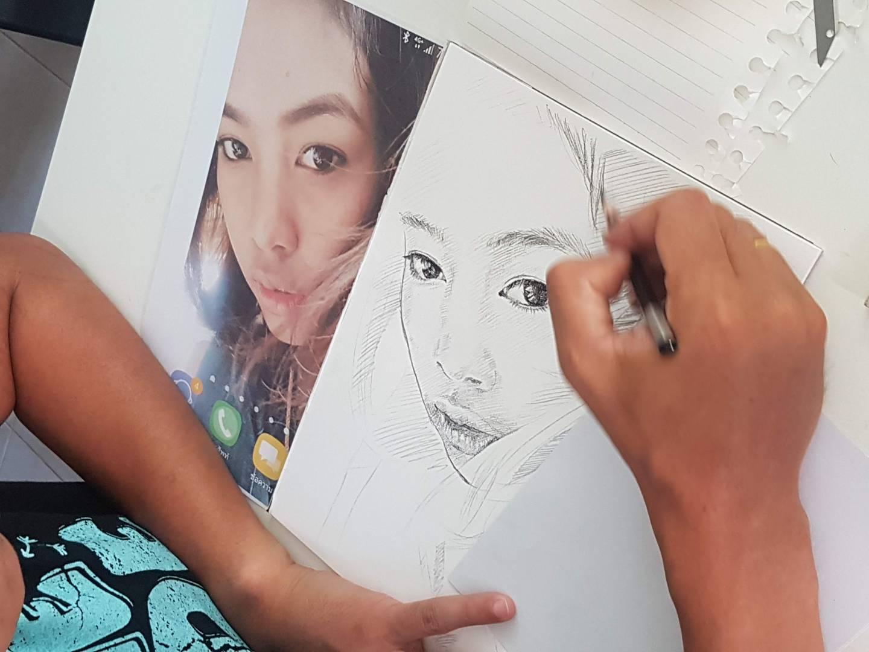เปรียบเทียบผลงาน วาดภาพเหมือนลายเส้น กับภาพต้นแบบ