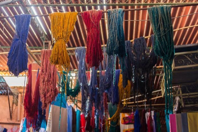 Die wenigen Stränge Wolle im Färbeviertel - heute nur noch Deko