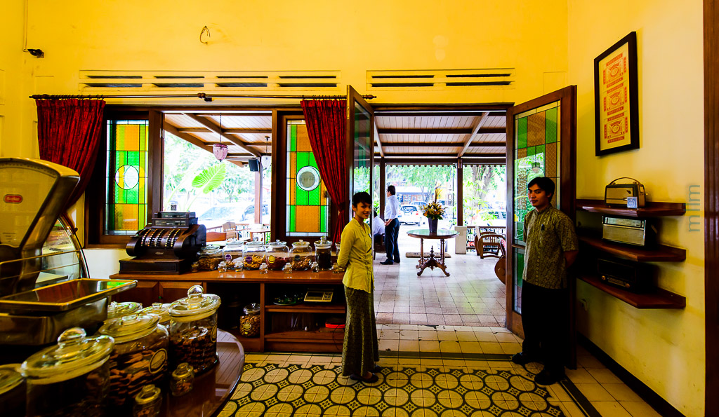 200  Indischetafel di Bandung  Makan Lagi  Lagi Makan
