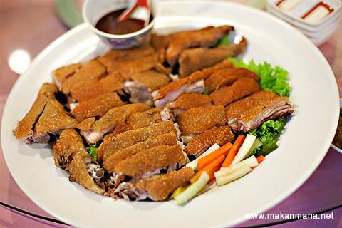 Suckling pig at Golden Leaf restaurant (Closed) 1