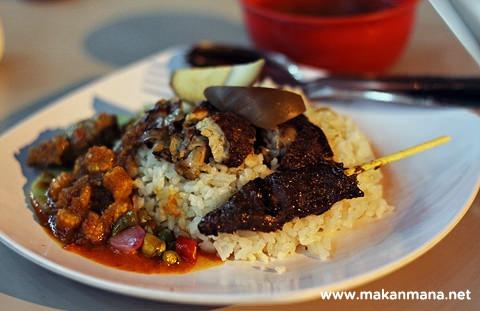 Nasi ayam Acu dengan sate babi