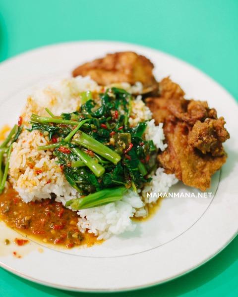Nasi ayam kangkung umi seafood
