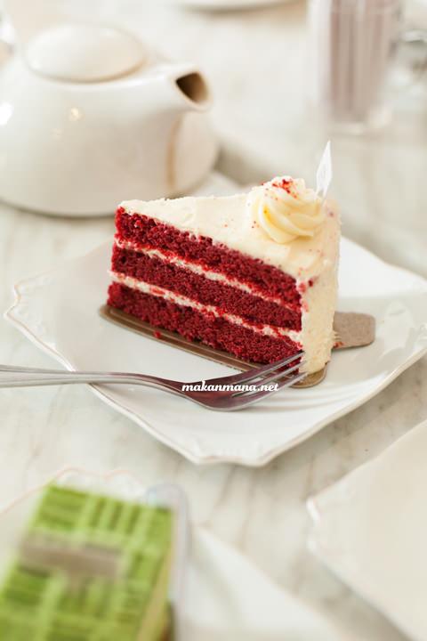 Azumi matcha cake and Red velvet