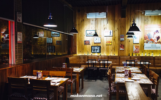 interior smokey ribs lantai 2