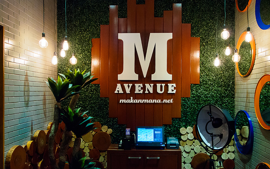 M Avenue cafe, Kompleks Multatuli 1
