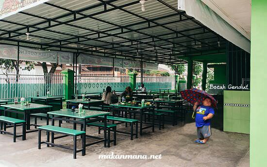 Rumah Makan Bebek Goreng H. Slamet Kartosuro (Closed) 2