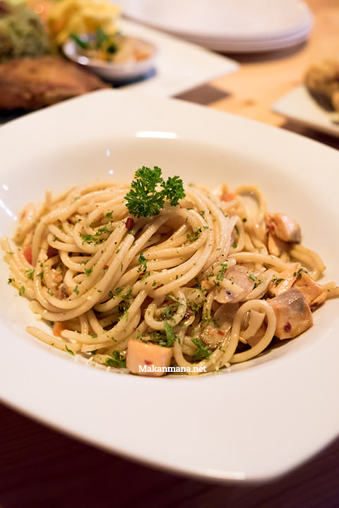 aglio olio with salmon