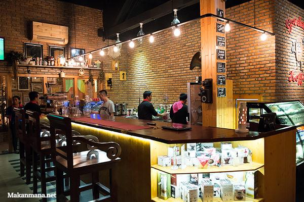 interior goedang koffie medan