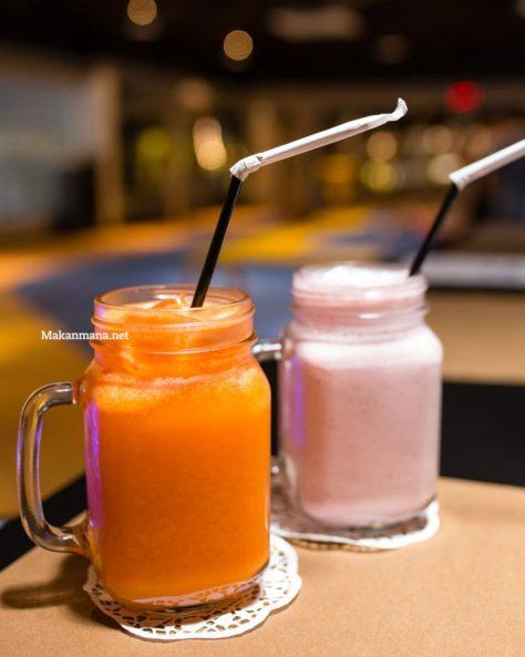 Orange Carrot (18rb) & Strawberry Shake (35rb)