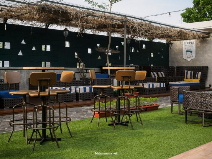 Level 02 roof top bar medan 37