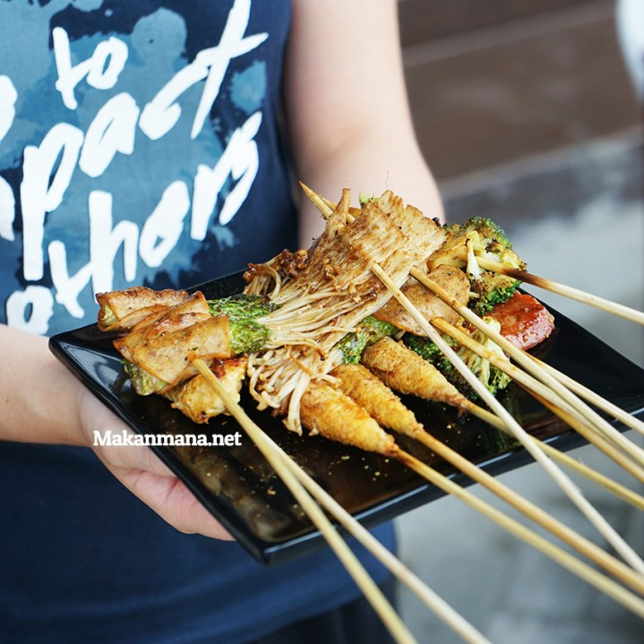 SHAO KAO - The popular Chinese skewers street food in China 2