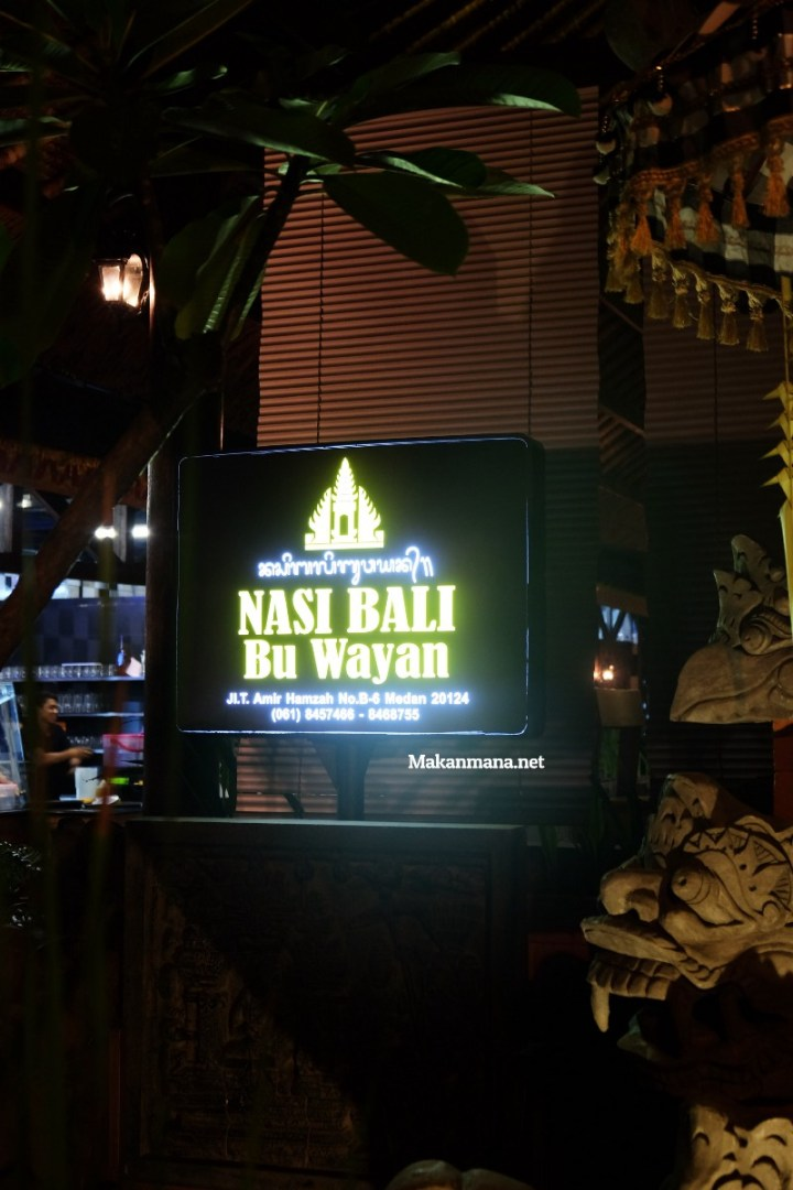 Gak usah sampe ke Bali untuk rasain sedapnya Babi Guling Bu Wayan 4