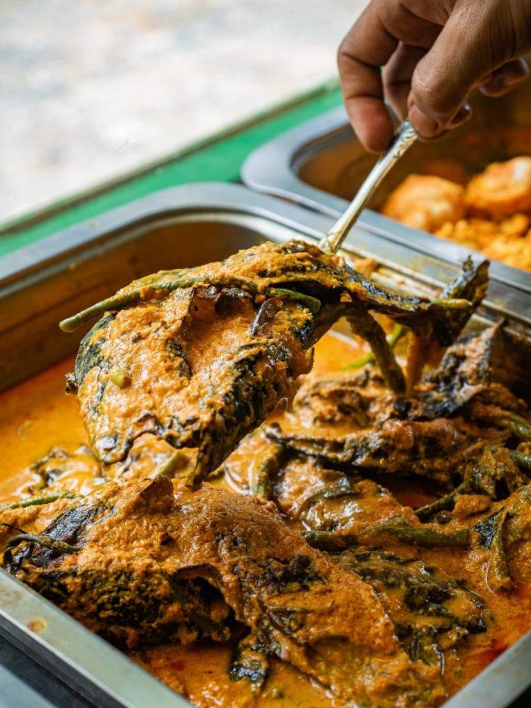 Menikmati Ikan Baung dan Holat yang segar di RM Bung Rizal & M. Br. Regar 7
