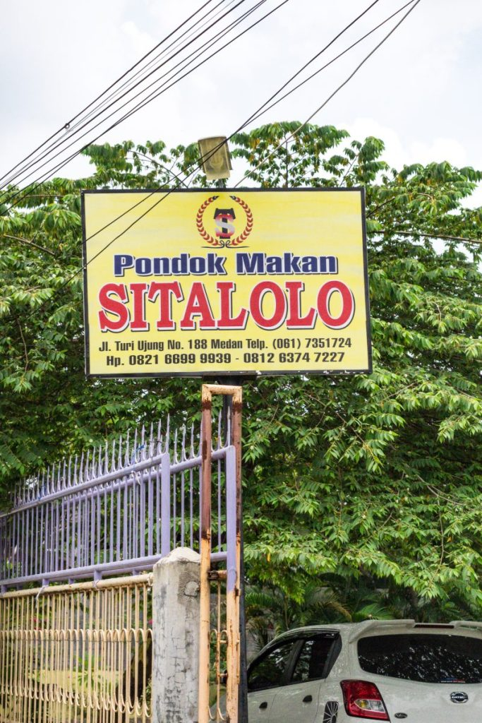 Pondok Makan Sitalolo - Ternyata Begini Kuliner Tepi Danau Khas Batak! 22